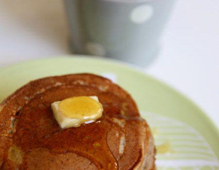 Żytnie pancakesy z miodem