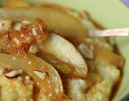 Jaglanka z karmelizowanymi gruszkami