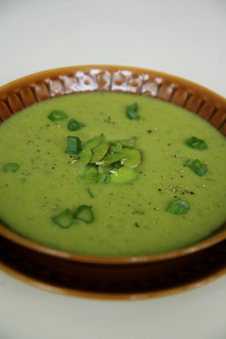 Zupa z bobu z miętą