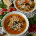Zupa włoska z ciecierzycą, pomidorkami i szpinakiem