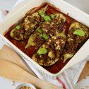 Bakłażany zapiekane z wołowiną, pomidorami i orzeszkami pinii