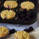 Muffinki z jeżynami i kruszonką