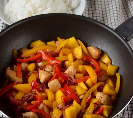 Kurczak z mango i kolorową papryką