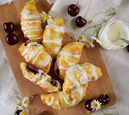 Ciasteczka francuskie z nadzieniem czereśniowo-czekoladowym