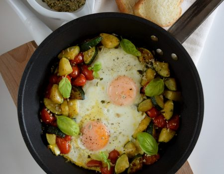 Jaja sadzone z warzywami