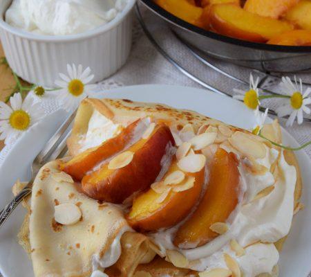 Naleśniki z brzoskwiniami i kremem mascarpone