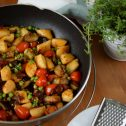 Kopytka z bakłażanem i pomidorkami