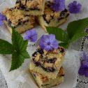 Śmiatankowo-cytrynowe ciasto z borówkami i kruszonką