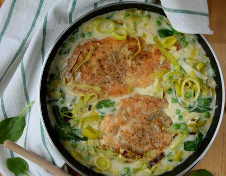 Kotlety z kurczaka w sosie z zielonymi warzywami
