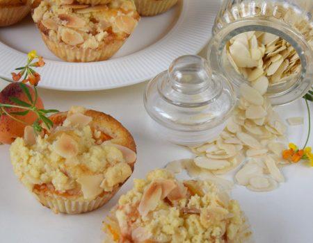 Waniliowe muffinki z morelami i migdałową kruszonką