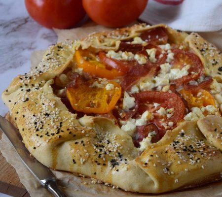 Rustykalna tarta z pomidorami i fetą