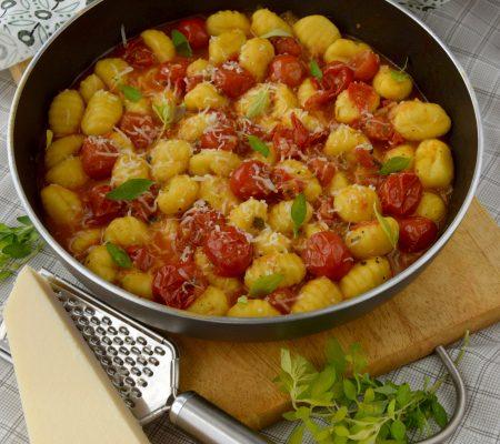Gnocchi z sosem z pomidorków koktajlowych