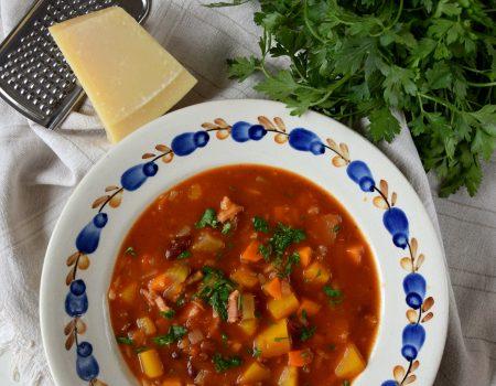 Jesienne minestrone z dynią i boczkiem