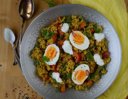 Indyjska sałatka ryżowa z jajem