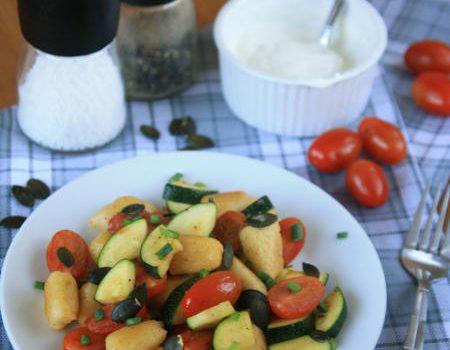Podsmażane kopytka z warzywami