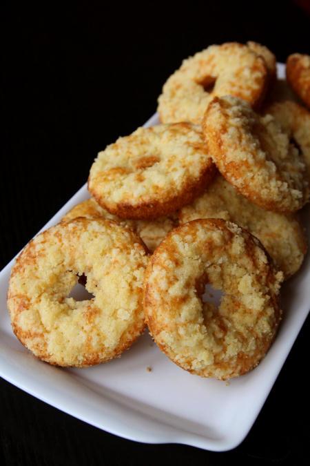 Waniliowe donuty z kruszonką