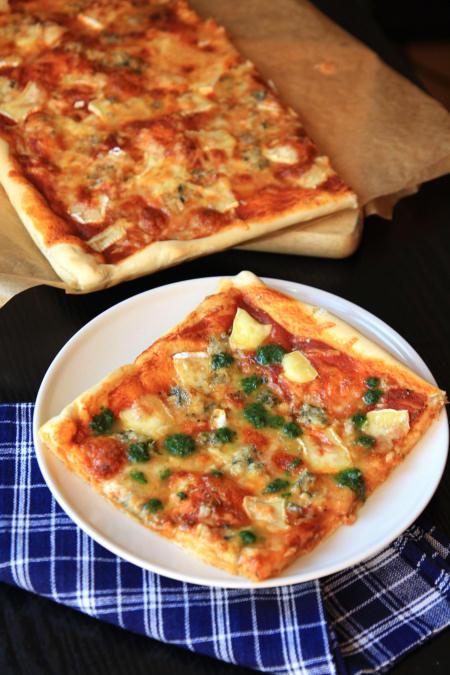 Pizza cztery sery z pesto pietruszkowym