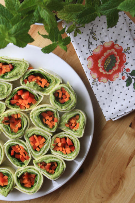 Wrapy warzywne z pastą z bobu