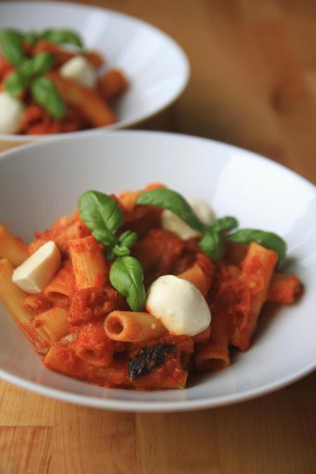 Makaron z sosem z pieczonych pomidorów