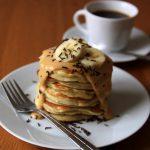 Pancakes bananowe z masłem orzechowym