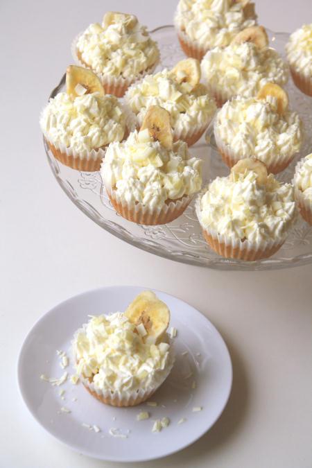 Bananowe cupcakes z kremem z białej czekolady