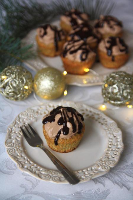 Muffinki makowe z kremem czekoladowym