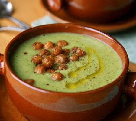 Zupa brokułowa z chrupkami z ciecierzycy