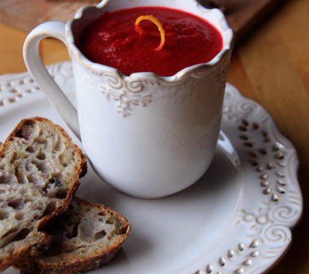 Zupa buraczano-jabłkowa z nutą pomarańczy