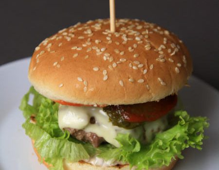 Klasyczny cheeseburger jak z Maca