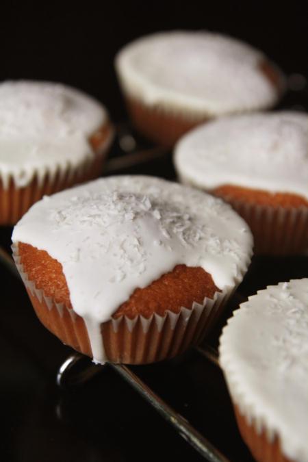 Muffinki kokosowe z kokosowym lukrem królewskim