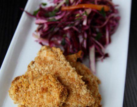 Chrupiące kawałki kurczaka z sałatką Colesław