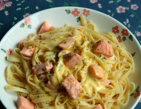 Makaron z łososiem i sosem cytrynowym