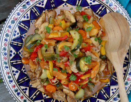 Marokański gulasz z kurczakiem i warzywami