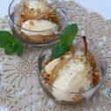 Gruszki gotowane w herbacie z kruszonką i lodami