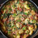Gnocchi w kremowym sosie ze szpinakiem i boczkiem