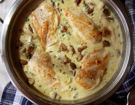 Kurczak w kremowym sosie pieczarkowo-szpinakowym