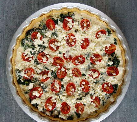 Wytrawna krucha tarta ze szpinakiem i pomidorkami