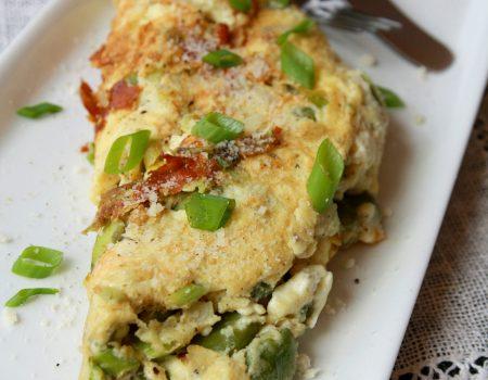 Puszysty omlet z bobem i fetą