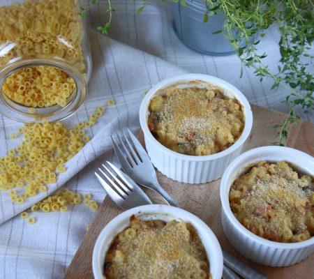 Zapiekanka makaronowa z boczkiem i pieczarkami
