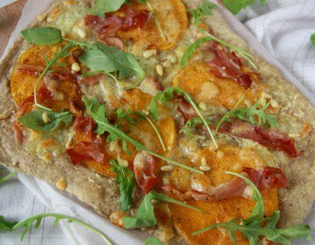 Razowa pizza z dynią i szynką szwarcwaldzką