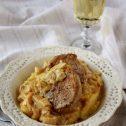 Polędwiczki wieprzowe z sosem porowym i kremową polentą